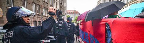 Foto: Christina Palitzsch  http://www.umbruch-bildarchiv.de/bildarchiv/ereignis/170514blockupy.html